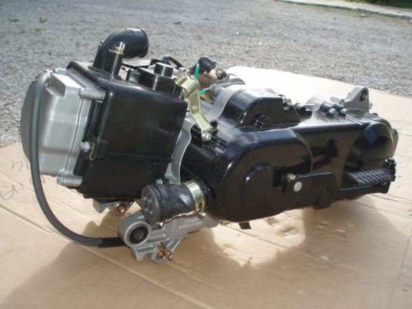 """Rolleri (12ratas"""") 4taktiline mootor 80cc"""